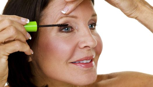 Eye Makeup Tips for Older Women – How to Apply Mascara (Video)