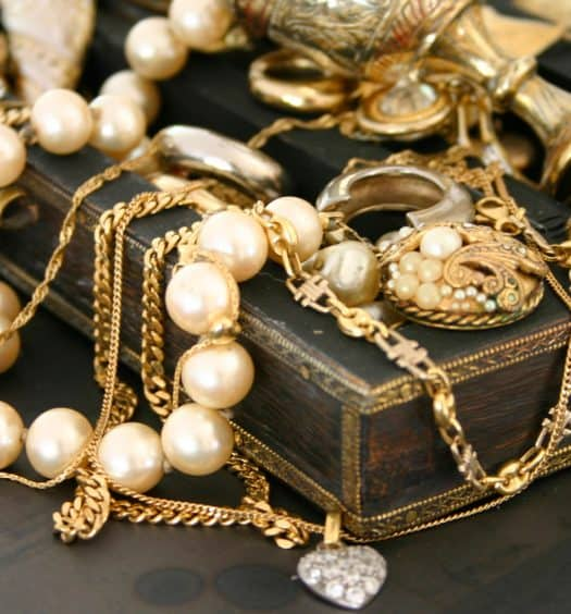 fall-winter-wardrobe-vintage-jewelry