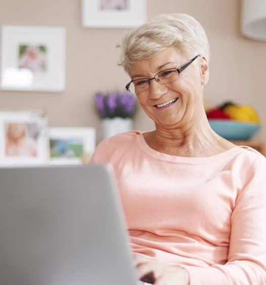 technology seniors - how to use social media