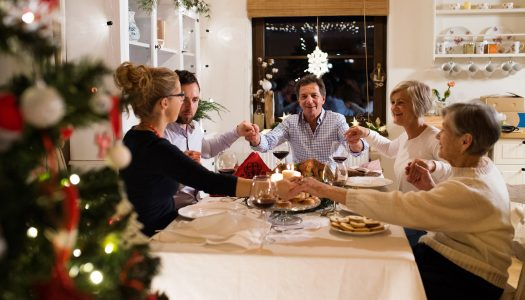 4 Ways to Make Holiday Eating a Gift of Social Experience