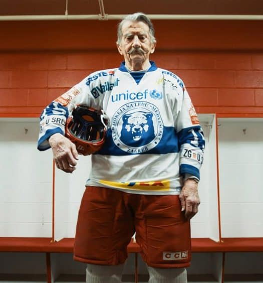 World's-Oldest-Hockey-Player