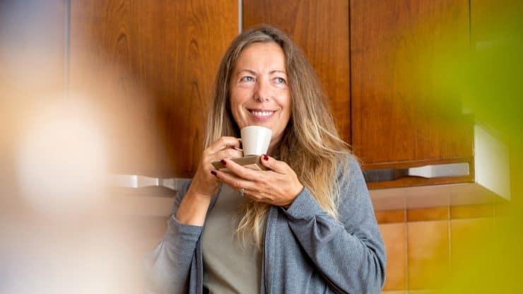 senior woman morning routine health benefits