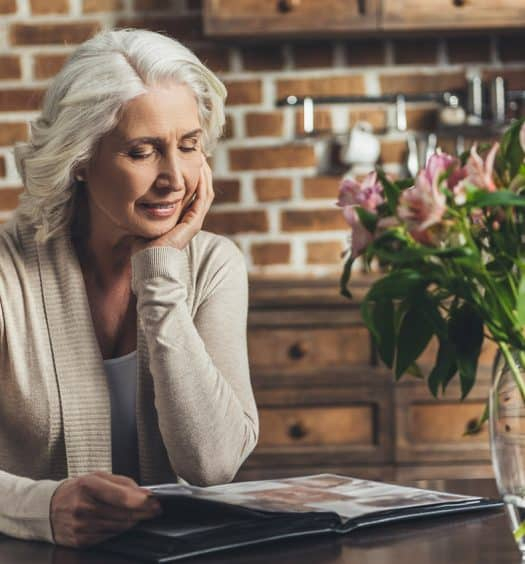 Arranging-Family-Photos-in-Your-Senior-Years